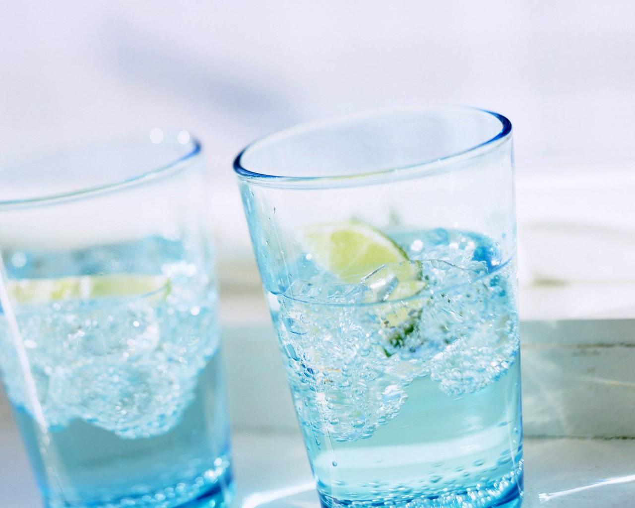 стакан воды отлично способствует рабете мозга
