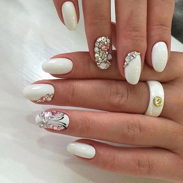 Яркий образ для маникюра с короткими ногтями