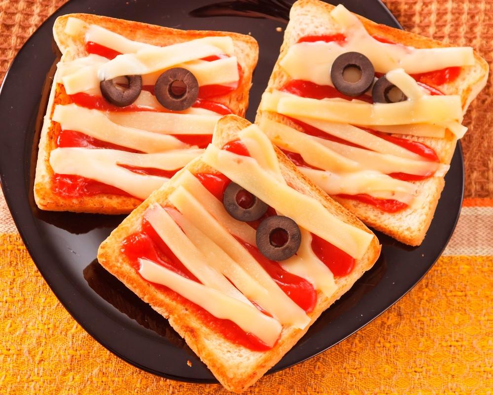 Бутерброды мумии на Хэллоуин