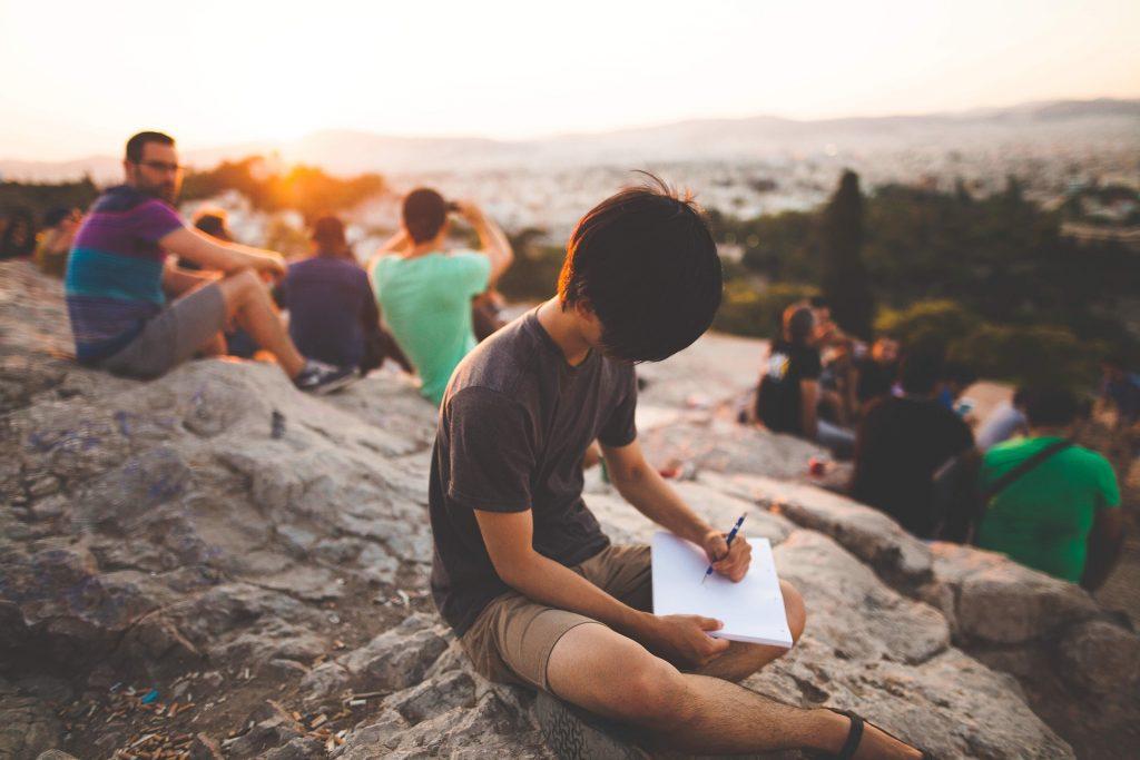 Как стать общительным? Обрастайте новыми связями