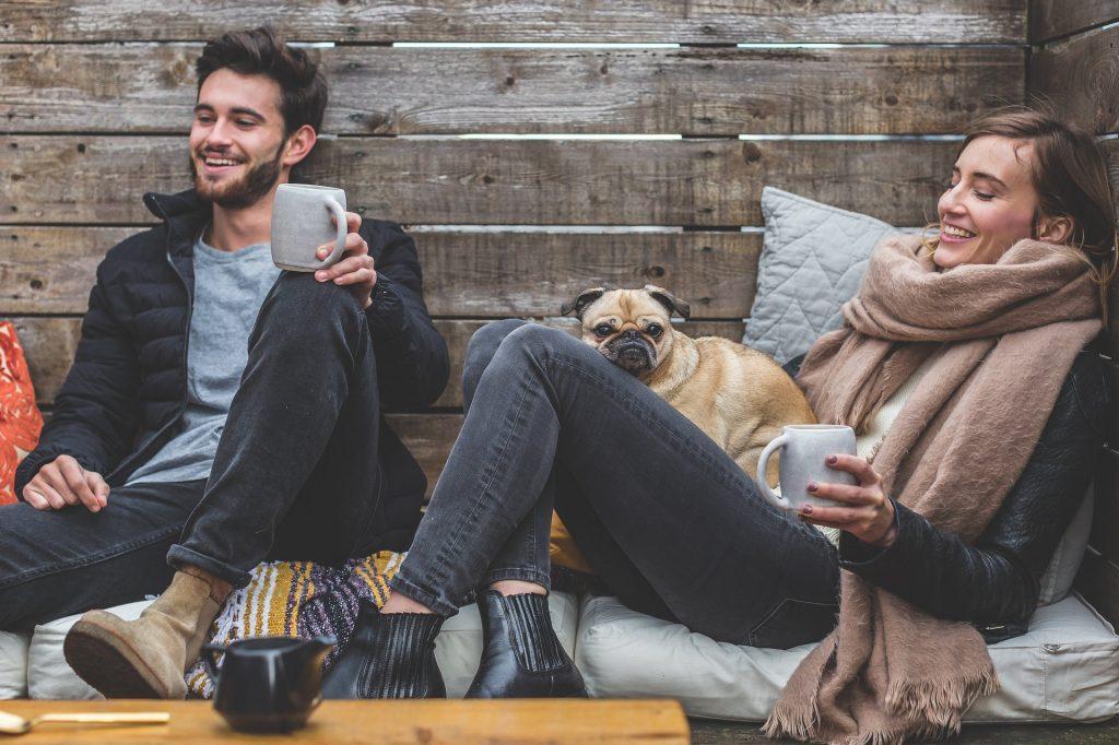 Общение онлайн мешает отношениям развиваться